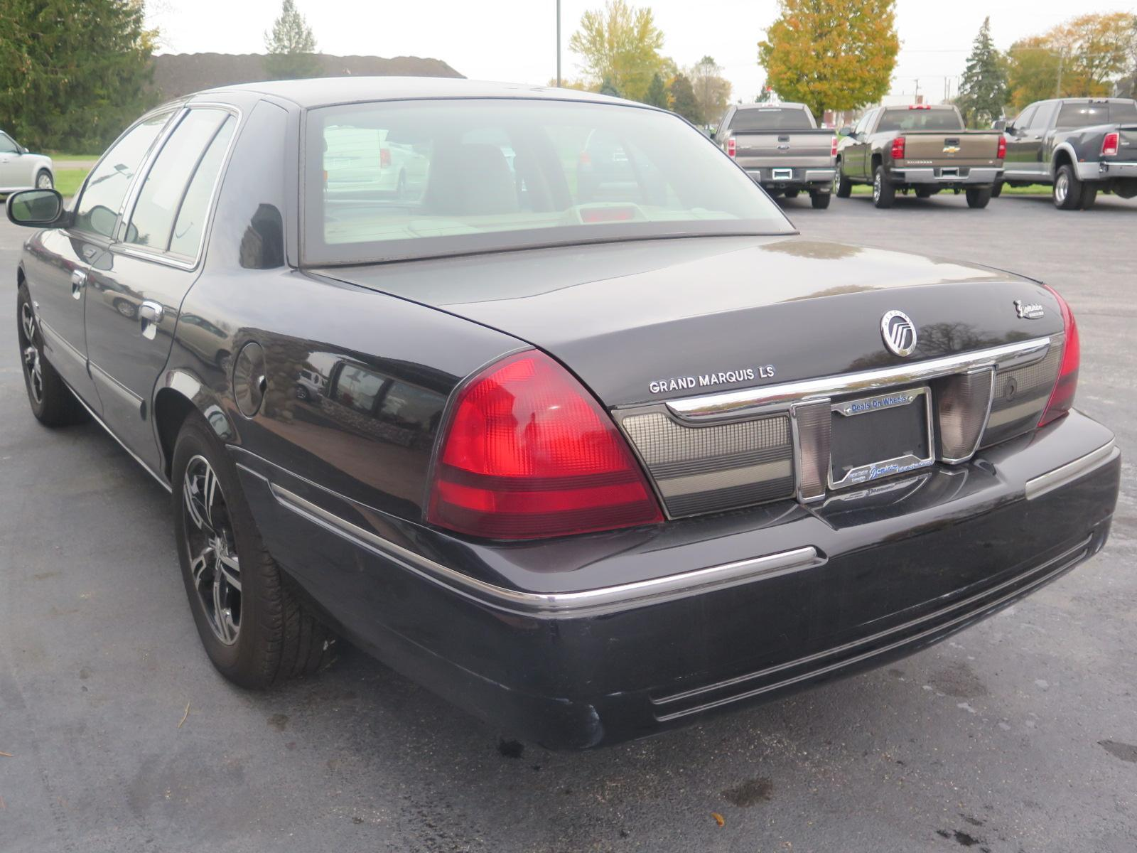 Pre-Owned 2011 Mercury Grand Marquis LS